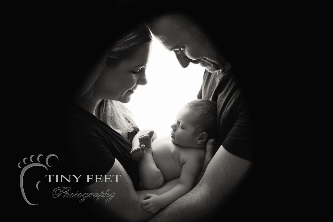 Tiny Feet Photography black and white back lit parent posed shot