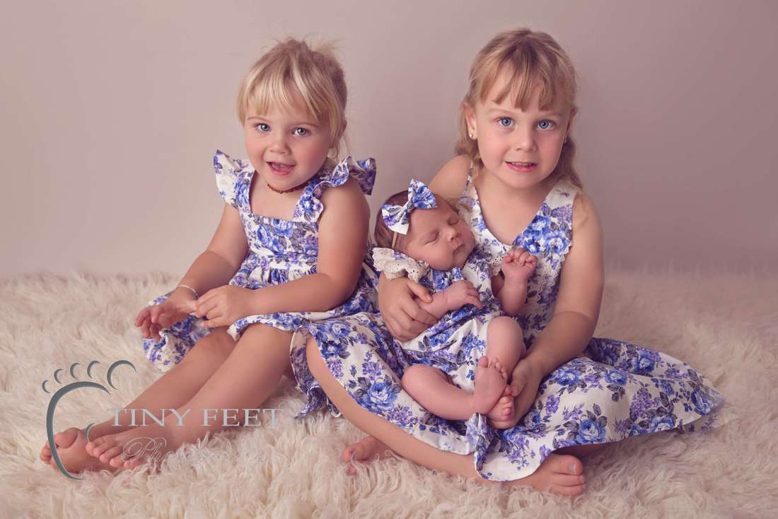 Tiny Feet Photography Sibling posed shots little girl with 5 year old and 2 year old sibling